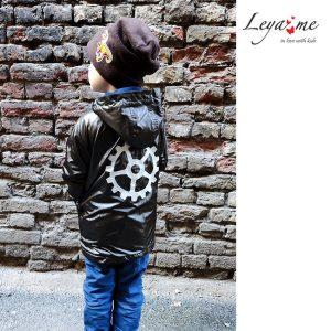 """Темно-коричневая детская куртка со светоотражающей нашивкой """"Шестеренка"""" на спине"""