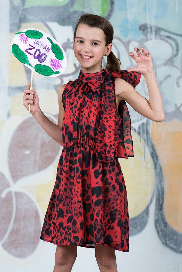Детское платье-туника с открытой спиной и бантом-завязкой