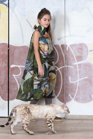 Детское платье-туника с крупными цветами
