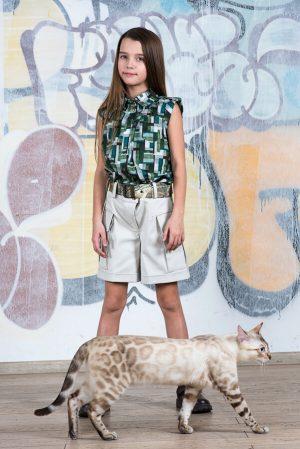 Яркая летняя блузка для девочки