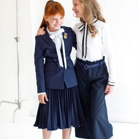 Удлиненный синий школьный пиджак для девочки