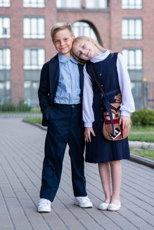 Белая школьная блузка-бадлон с шифоновыми рукавами