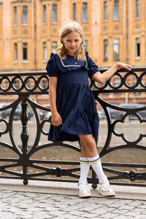 Синее школьное платье с кокеткой и воланами с кружевной отделкой