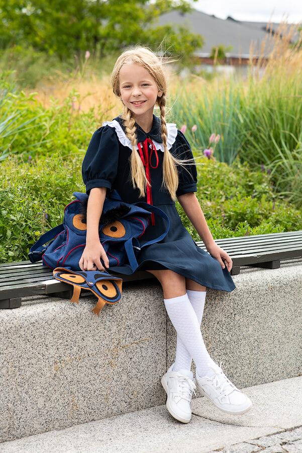 Синее детское школьное платье с расклешенной юбкой