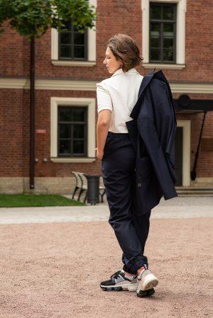 Двубортный удлиненный синий школьный жакет для девочки