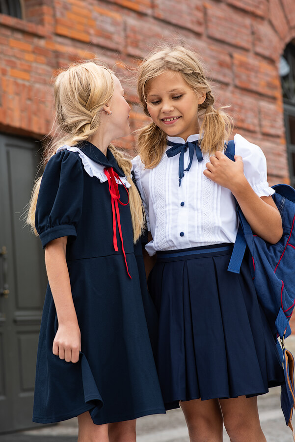 Белая школьная блузка с коротким рукавом
