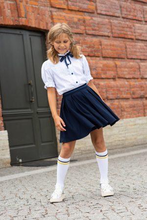Белая школьная блузка с коротким рукавом, с защипами и кружевом на кокетке