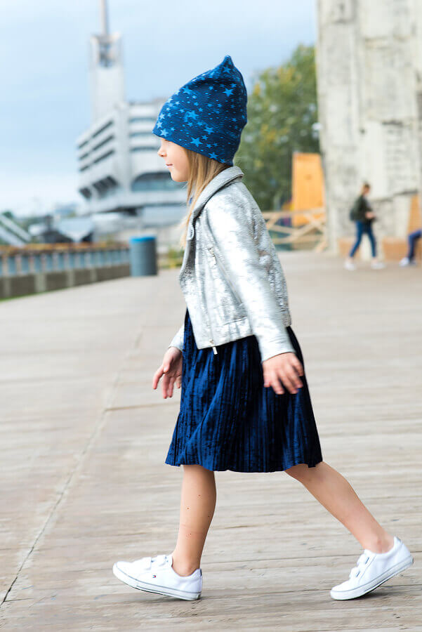 Cеребристая трикотажная детская куртка-косуха для девочки