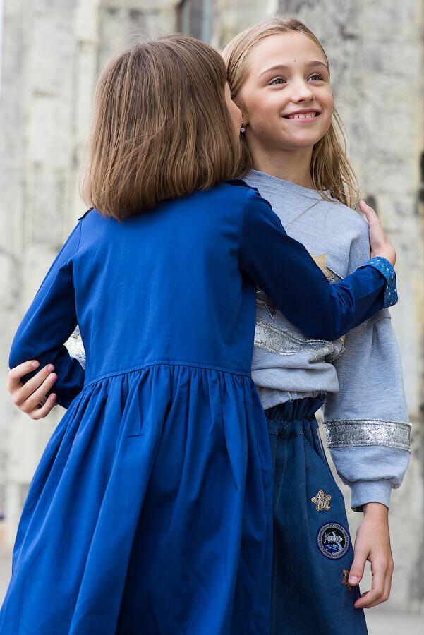 Платье на девочку синее с отлетной кокеткой и двубортной застежкой 2021 1