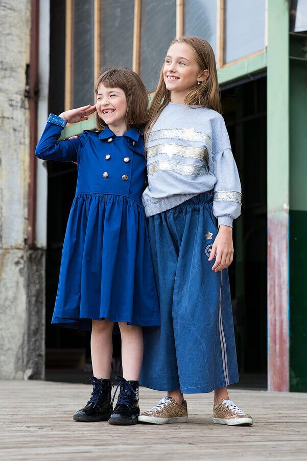 Платье на девочку синее с отлетной кокеткой и двубортной застежкой 2021 2