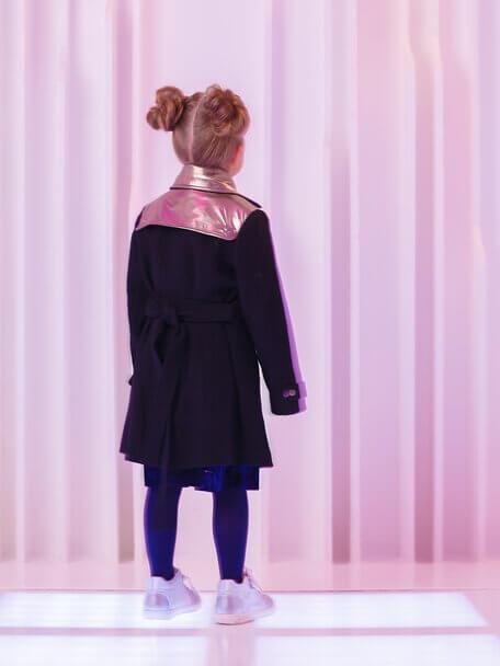 Пальто для девочки черное со вставками