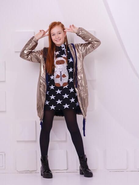 """Туника детская черная со звездами с капюшоном и аппликацией """"Тео космонавт"""" на девочку 2021 1"""