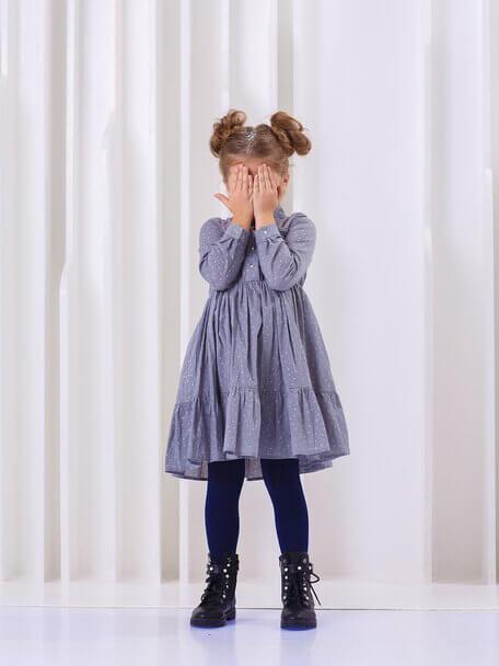Платье-рубашка детское серое с оборками и нашивкой  на кармане на девочку 2021 1