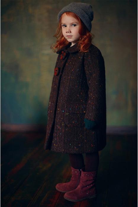 Коричневое детское пальто для девочки